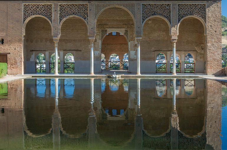 Private door to door transfer, to visit the Alhambra in Granada, Spain